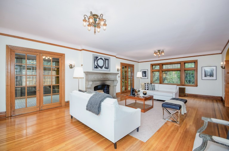 007_7-Living Room
