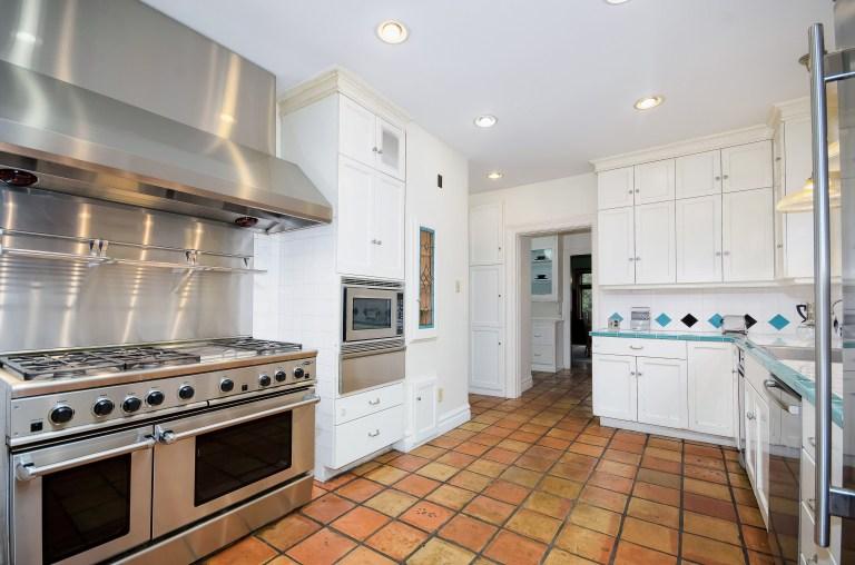 018_18-Kitchen