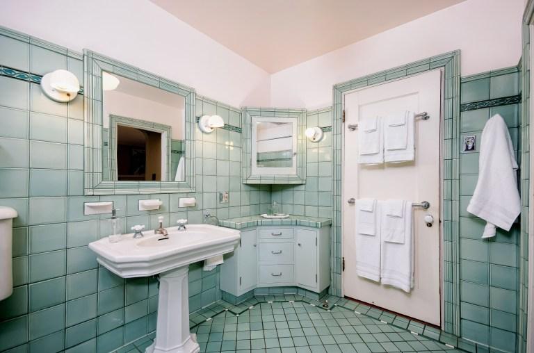 028_28-Hall Bath