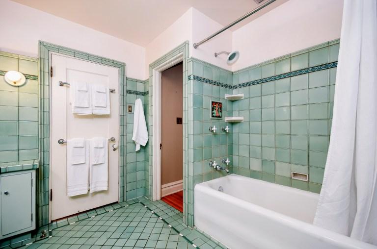 029_29-Hall Bath